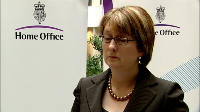 jacqui smith interview jacqui smith mp interview sot i'll answer any questions that i am asked/ have sought advice on the way in which i claim money... - アブ クアタダ点の映像素材/bロール
