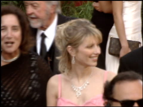 stockvideo's en b-roll-footage met academy awards 2005 1 of 4 entrances at the 2005 academy awards at the kodak theatre in hollywood, california on february 27, 2005. - 77e jaarlijkse academy awards
