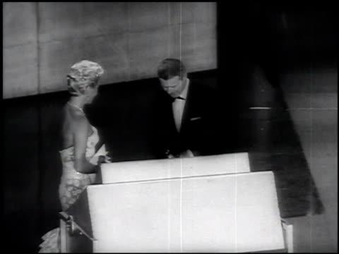 academy awards oscar awards at the oscars archival footage at los angeles ca - 1958年点の映像素材/bロール