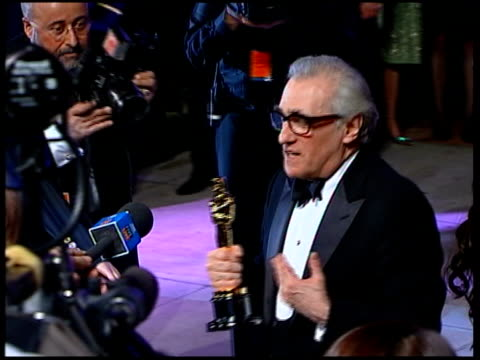 stockvideo's en b-roll-footage met vanity fair oscars party martin scorsese winner of the best director award for his film the departed arriving for the party carrying his oscar - vanity fair oscar party