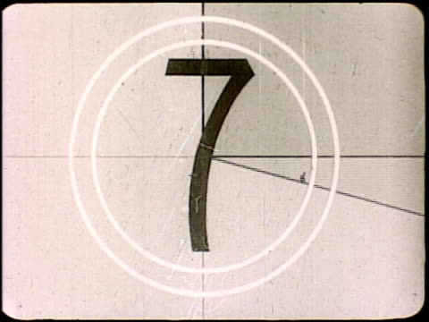 stockvideo's en b-roll-footage met academy countdown film leader from number 8 to 1 countdown film leader on january 01, 1977 - number 8