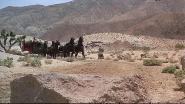 vidéos et rushes de ms accident of stagecoach in desert - accident domestique