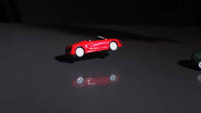 vidéos et rushes de accident of toy cars - jouet