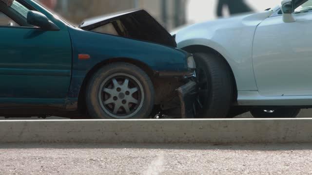 道路上の事故 - 自動車事故点の映像素材/bロール