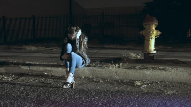 scena dell'incidente - young women video stock e b–roll