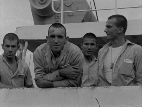 27 survivors of atlantic crash come into harbour belgium antwerp ext celerina ship into harbour led by tugboat / deckhands and survivors on side vox... - bogserbåt bildbanksvideor och videomaterial från bakom kulisserna