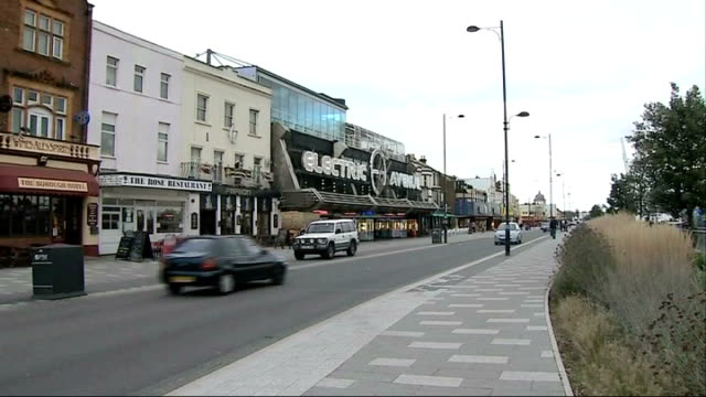 vídeos y material grabado en eventos de stock de man dies after fall from roof of building in southend during night out england essex southend ext various of shops and buildings on marine parade... - kwazulu natal