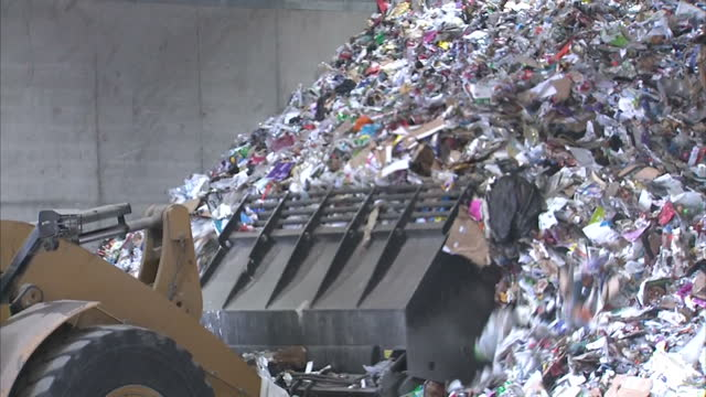 according to new figures from recycle now, annually the uk fails to recycle almost a third of the 1.4million tonnes of cardboard packaging it... - 廃棄物処理点の映像素材/bロール