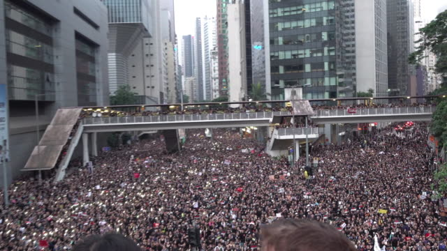 according to organizers about 2 million people participated in rally in hong kong on 16 june 2019 the protesters called for the withdrawal of the... - juni bildbanksvideor och videomaterial från bakom kulisserna