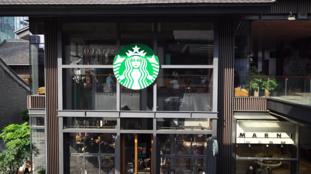 according to starbucks financial report of the third quarter in 2018 it suffered the first decline on chinese market in nine years - スターバックス点の映像素材/bロール