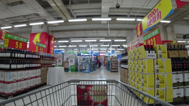 stockvideo's en b-roll-footage met according to the financial report of the first quarter in 2017 total sales of walmart in china grows by 07% the unit price increases 28% and business... - wal mart