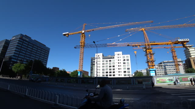 According to the National Bureau of statistics in the four months of 2017 though the increase speed of the commercial houses sales has fallen the...