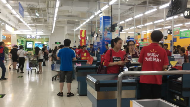stockvideo's en b-roll-footage met according to the report of the second quarter in 2018 walmart china continued to grow steadily with a total sales increased by 43% - wal mart
