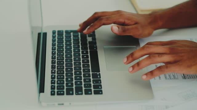 vidéos et rushes de la comptabilité est simple avec la technologie moderne - remplir