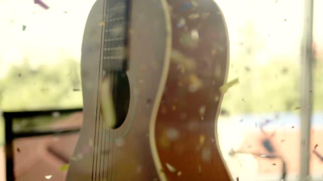 Akustische Gitarre bei Feier