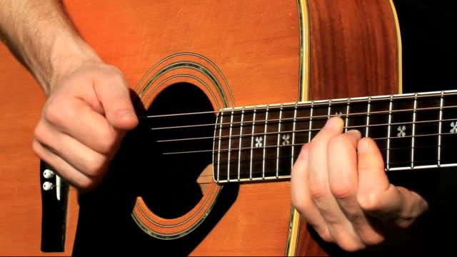 vídeos de stock, filmes e b-roll de violão escolhido a dedo - pintor artista