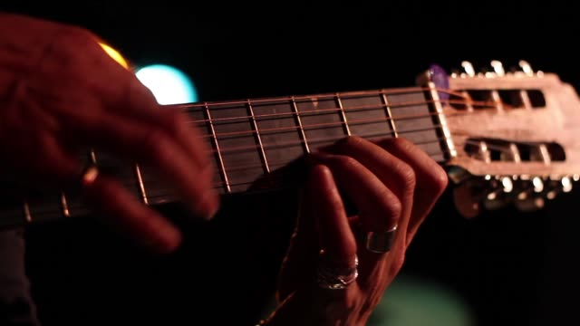 acoustic guitarist finger tapping, front view - griffbrett stock-videos und b-roll-filmmaterial