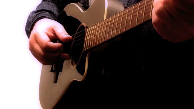 vídeos y material grabado en eventos de stock de guitarrista-guitarra acústica acustica arpegiada - rock moderno