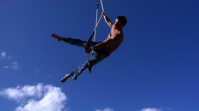 acrobat salute. - akrobat stock-videos und b-roll-filmmaterial