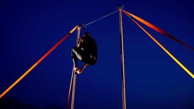 stockvideo's en b-roll-footage met acrobat - acrobaat
