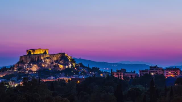 acropolis at dusk, athens, greece - athens greece stock videos & royalty-free footage