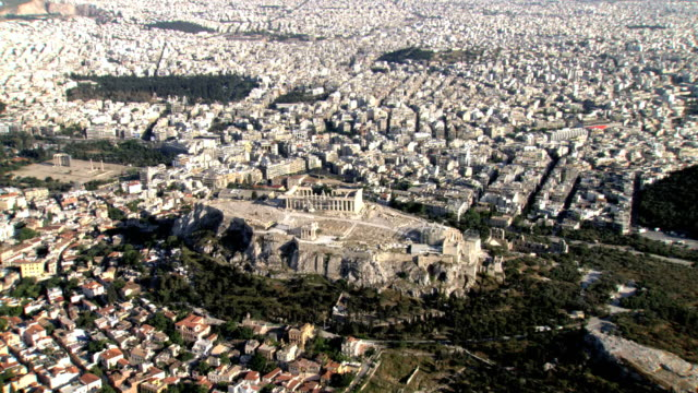vídeos y material grabado en eventos de stock de ws aerial acropolis focusing on parthenon house of goddess athena / acropolis, athens, greece - athens greece