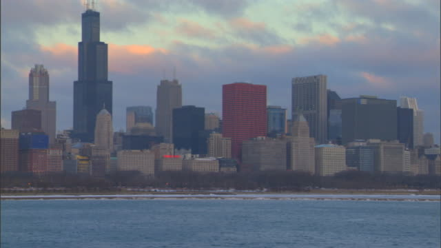 pan chicago skyline of skyscrapers high rise buildings including sears tower cna plaza chase tower two prudential plaza aon center others chicagoland... - two prudential plaza stock videos & royalty-free footage
