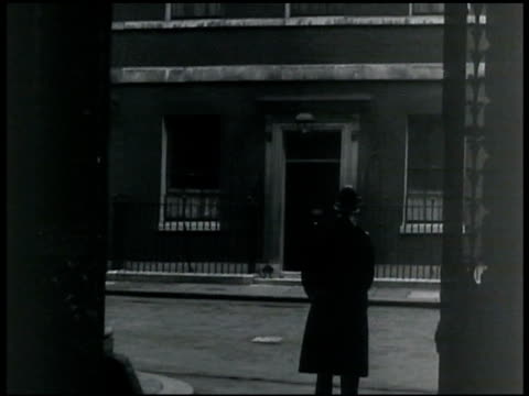 downing street w/ bobby policeman standing guard fg. - 1935 stock videos & royalty-free footage