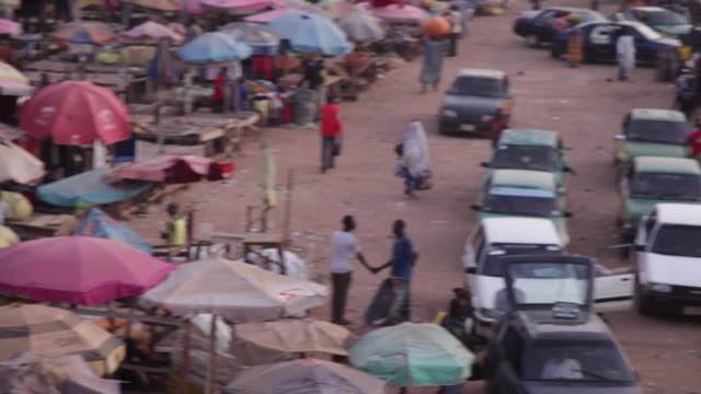 ms pan across street market nigeria is home to nearly 200 million people which has earned it the name giant of africa it is an oil rich country which... - jos nigeria stock videos & royalty-free footage