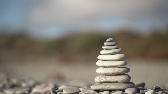 vidéos et rushes de acte d'équilibrage. - sans mise au point and équilibre