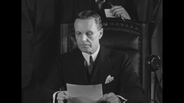 vidéos et rushes de acting us secretary of state william phillips, sitting at desk, reads statement proclaiming end of prohibition, three officials of state department... - la fin