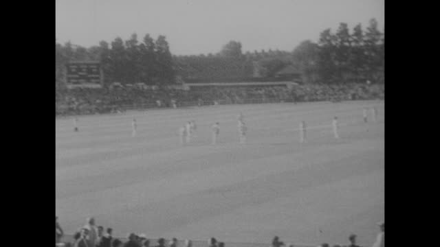 action from the 4th test at headingley between england and the west indies in august 1966 - squadra di cricket video stock e b–roll
