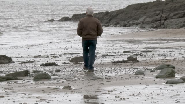 active senior man on beach - solitude stock videos & royalty-free footage