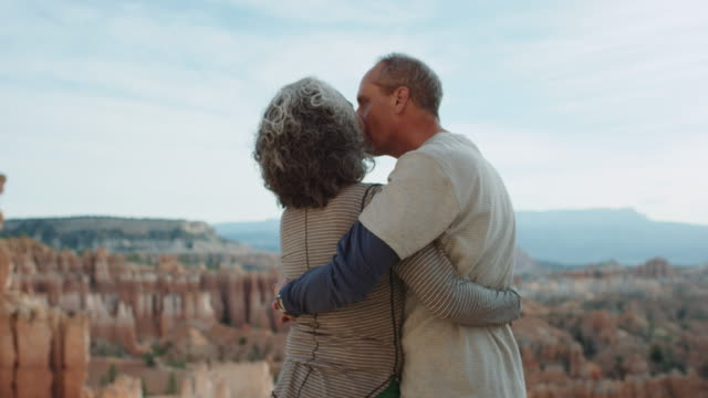 4K UHD: Active Seniors Embracing in Bryce Canyon