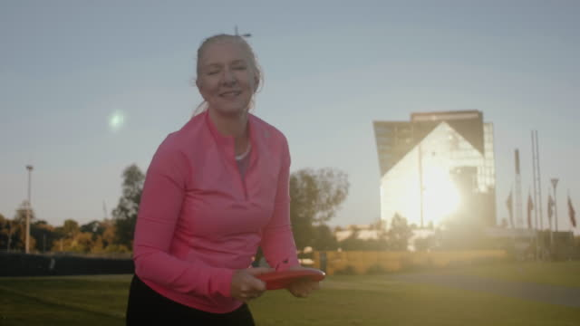 active seniors playing frisbee (slow motion) - leisure activity stock videos & royalty-free footage
