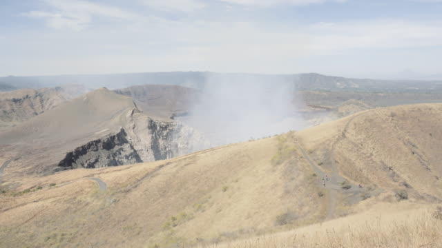 active volcano nindiri wide shot angle. in this 4k video footage we can see the crater expelling steam with sulfur. placed in masaya ( managua - nicaragua - central america ). - managua stock-videos und b-roll-filmmaterial