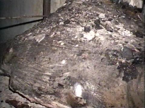 stockvideo's en b-roll-footage met / active zone of destroyed power unit n4 /so called elephant leg a mixture of reactor remnants concrete metal and sand - kernramp van tsjernobyl