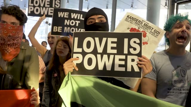 activist in may 2019 demanding the removal of warren b kanders from the vice chairman board of the whitney museum of american art mr warren is the... - 2018 gaza border protests stock videos & royalty-free footage