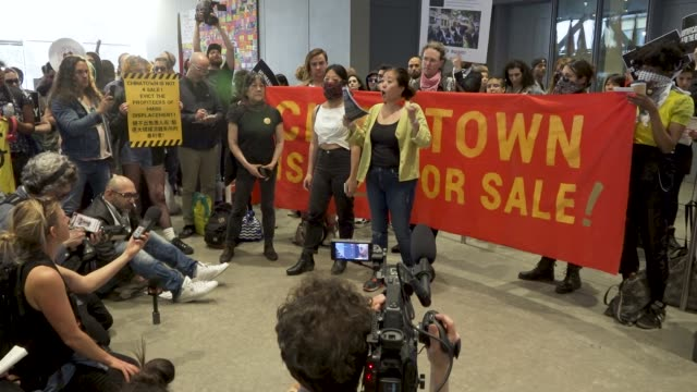 activist in may 2019 demanding the removal of warren b kanders from the vice chairman board of the whitney museum of american art mr warren is the... - israel palestine conflict stock videos and b-roll footage