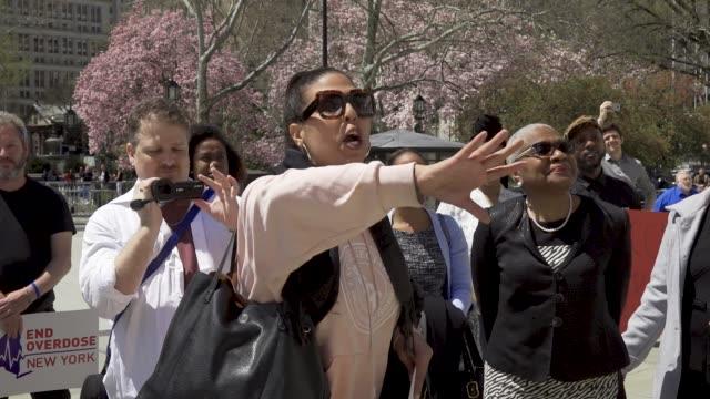 vídeos de stock e filmes b-roll de activist rallied on the steps of city hall in new york city demanding that nyc mayor bill de blasio release the feasibility study on safer... - edifício do governo local