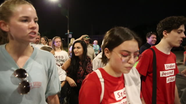 activists and students from marjory stoneman douglas high school sing this is america by childish gambino during in an end of school year peace march... - march for our lives video stock e b–roll