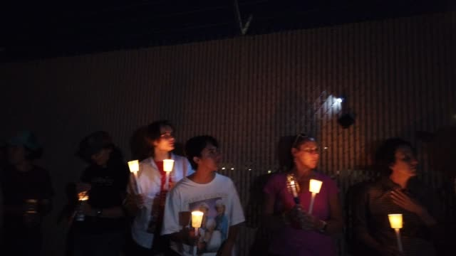 activists hold a candlelight vigil at the perimeter fence securing the u.s. border patrol station where lawyers reported that detained migrant... - gedenkveranstaltung stock-videos und b-roll-filmmaterial