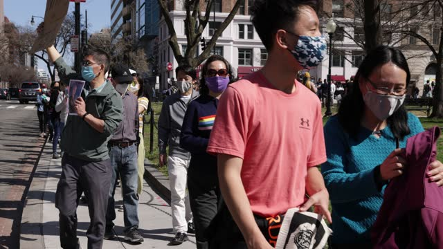 "activists march toward chinatown after a ""dc rally for collective safety - protect asian/aapi communities,"" hosted by oca – asian pacific american... - oceaniskt ursprung bildbanksvideor och videomaterial från bakom kulisserna"