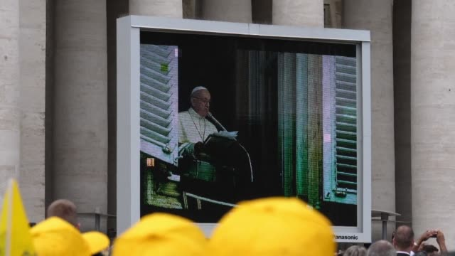 stockvideo's en b-roll-footage met activists of a catholic association fighting against paedophilia and child pornography inside and outside the church gather under pope francis window... - kinderporno