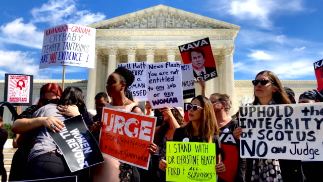 activists participate in a rally in front of the us supreme court september 28 2018 in washington dc activists staged a rally to call to drop the... - usa:s högsta domstol capitol hill bildbanksvideor och videomaterial från bakom kulisserna