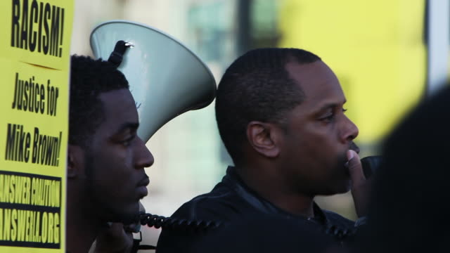 activists protest the jury decisions not to indict police officers killing black people, on december 6, 2014 in los angeles, california, united... - braccio umano video stock e b–roll