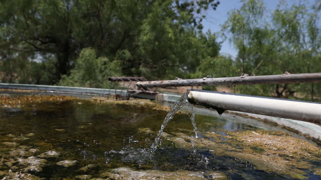 stockvideo's en b-roll-footage met activities at decades-old, plugged and abandoned chevron oil well on ashley watt's cattle ranch in west texas, that began leaking last week and is... - aquifer