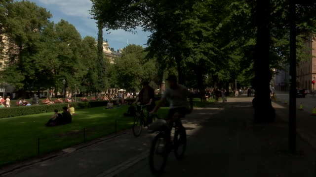 activity and bike riders in esplanadi on july 13 2018 in helsinki finland - music or celebrities or fashion or film industry or film premiere or youth culture or novelty item or vacations bildbanksvideor och videomaterial från bakom kulisserna