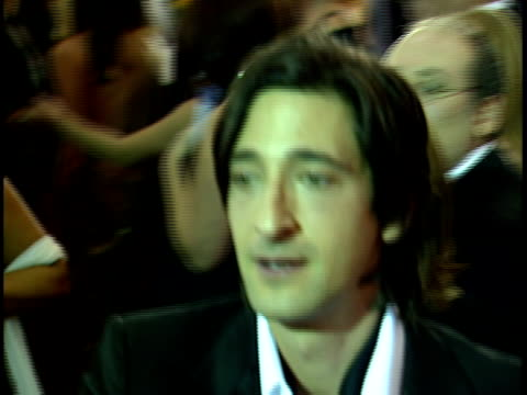 actor adrian brody walking pass on crowded red carpet at beverly hilton hotel, declining interview. - beverly hilton hotel bildbanksvideor och videomaterial från bakom kulisserna