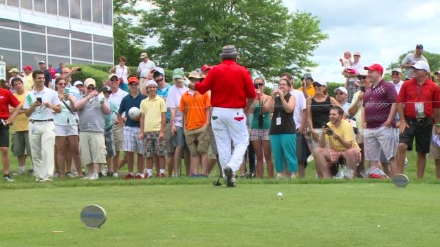 vídeos de stock, filmes e b-roll de actor and comedian george lopez attends the travelers championship - evento da associação de golfistas profissionais